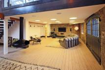 Flat to rent in Wapping Wall, London, E1W