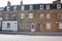 Studio flat to rent in Victoria Street, Windsor...
