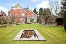 7 bedroom Detached house in Ringley Avenue, Horley...