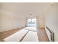 2 bedroom Flat in The Avenue, Surbiton, KT5