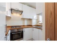 Flat to rent in Shepherds Bush, London