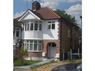 2 bedroom Flat in Doreen Avenue, London...