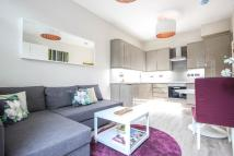 Flat to rent in Rosebery Avenue, London...