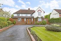 4 bedroom Detached house in Coldharbour Lane, Bushey...