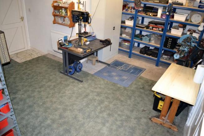 Garage/Worlshop