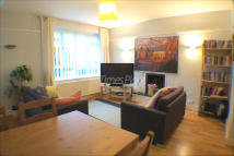 Ground Flat to rent in Garratt Lane, Earlsfield...