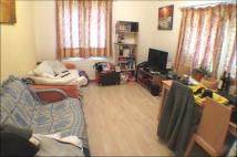 1 bed Ground Flat to rent in Ravensbury Road...