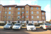 2 bedroom Ground Flat for sale in Kennet Square, Mitcham...