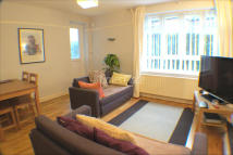 Ground Flat to rent in Garratt Lane, London...