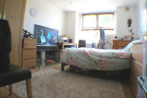 Studio flat to rent in Pretoria Road, London...
