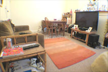 1 bed Ground Flat in Garratt Lane, London...