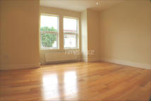 Flat in Lydden Grove, London...