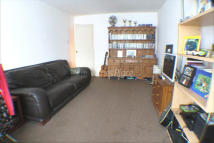 2 bedroom Ground Flat in BERRYLANDS, Surbiton, KT5
