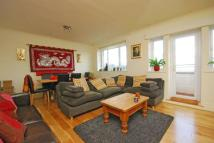 3 bedroom Flat in Portsmouth Road...