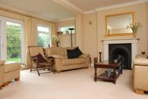 5 bed home in Glebe Gardens...