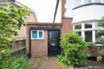 Studio apartment in Hurst Road, East Molesey...