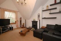 Flat to rent in Birkenhead Avenue...