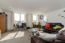3 bedroom Flat to rent in Pemberton Road...