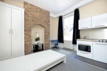 Studio apartment in Kingston upon Thames...