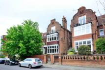 Flat to rent in Cadogan Road, Surbiton...