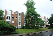 Flat to rent in Claremont Road, Surbiton...