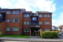 Flat to rent in Penda House, Surbiton...
