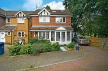 5 bed home in Hazelwood Close...