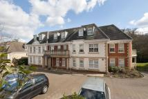 Flat to rent in Ducks Hill Road...