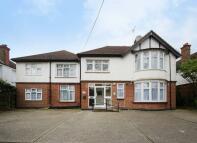 5 bedroom Flat to rent in Elms Road, Harrow Weald...