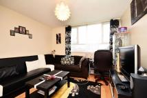 1 bed Flat in Sunray Avenue...