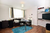 1 bedroom Flat in Sunray Avenue...