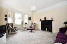 2 bed Flat in Taymount Rise...