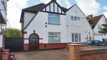 4 bedroom semi detached house to rent in Shenley Road, Heston, TW5
