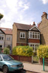 3 bed house in Midhurst Road, London...