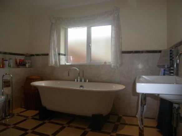 200 f bathroom.jpg