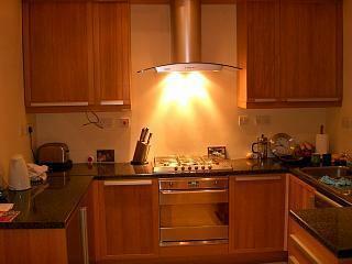 200 f kitchen.JPG