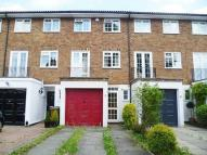 Town House to rent in Stanley Road, Sutton...