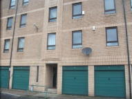 Flat to rent in Milnpark Gardens...