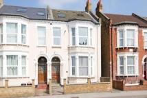 Flat in Tooting Bec Road, London...