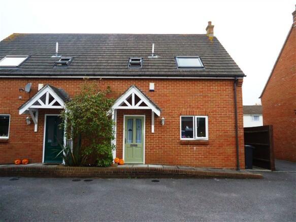 3 Bedroom House To Rent In Hartmoor Gardens Ensbury Park