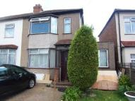 End of Terrace house to rent in Waltham Cross