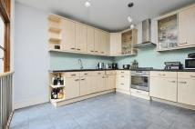 Apartment to rent in Louisville Road Tooting...