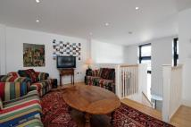 Flat to rent in Battersea Rise London...