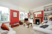 Maisonette to rent in Broomwood Road Battersea...