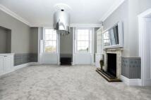 2 bedroom Apartment in Heathfield Lane...