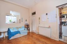 Apartment to rent in Hamlet Gardens London W6
