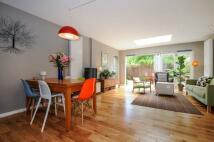 3 bedroom Maisonette to rent in Fieldway Crescent...