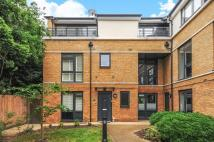 3 bedroom Flat in George Mathers Road...