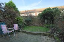 Flat to rent in Penrose Street...