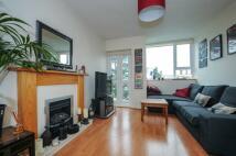 2 bed Apartment in Hayward Gardens Putney...
